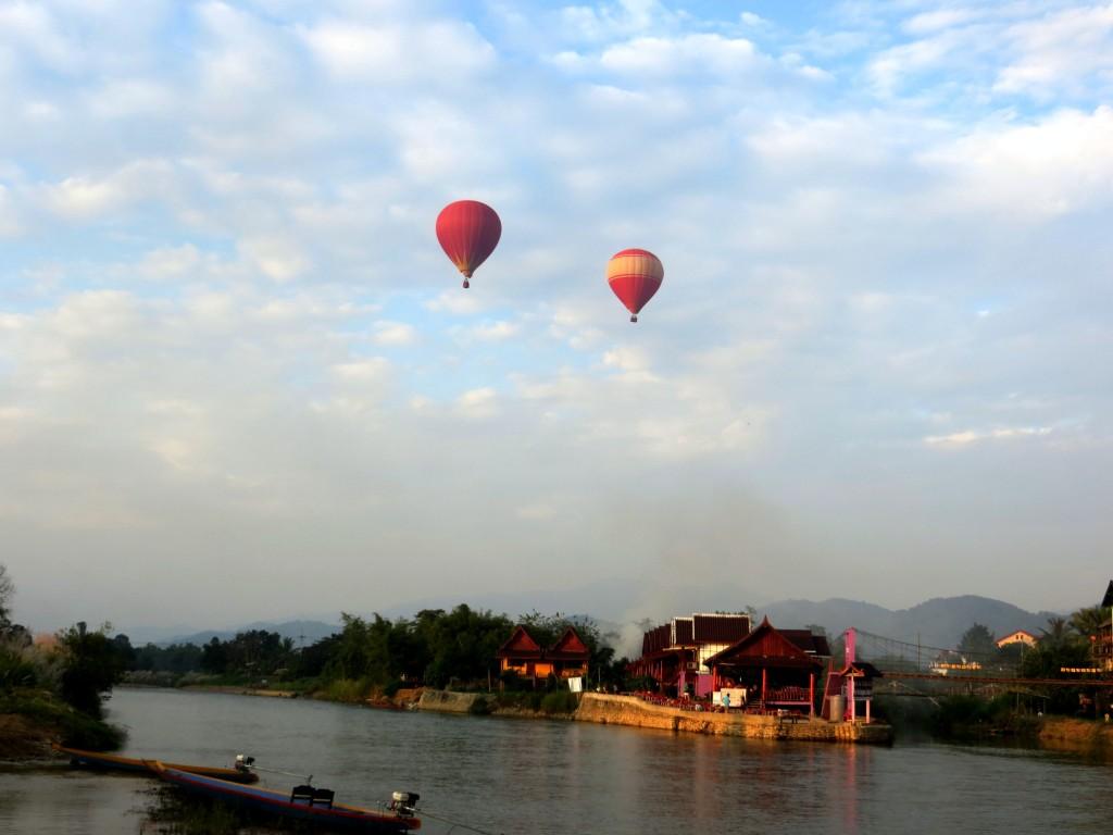 Khinh khí cầu trên dòng Nam Song