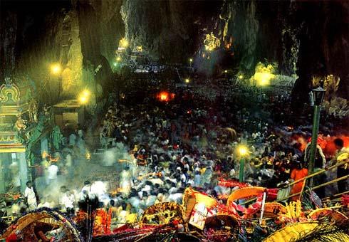 Lễ hội Thai Pu Sam tại hang Batu