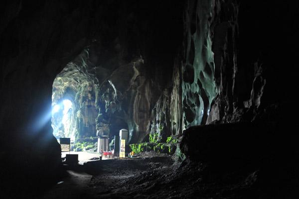 Hang Tối trong hang động Batu