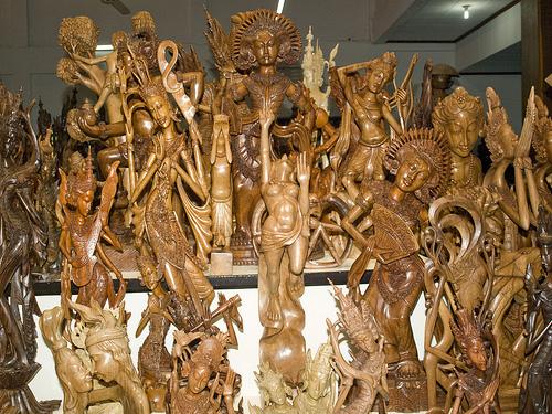 Sản phẩm làng nghề điêu khắc gỗ