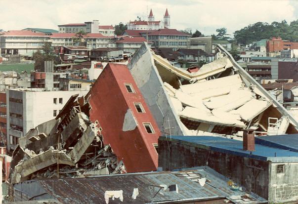 Những tòa nhà đổ sập