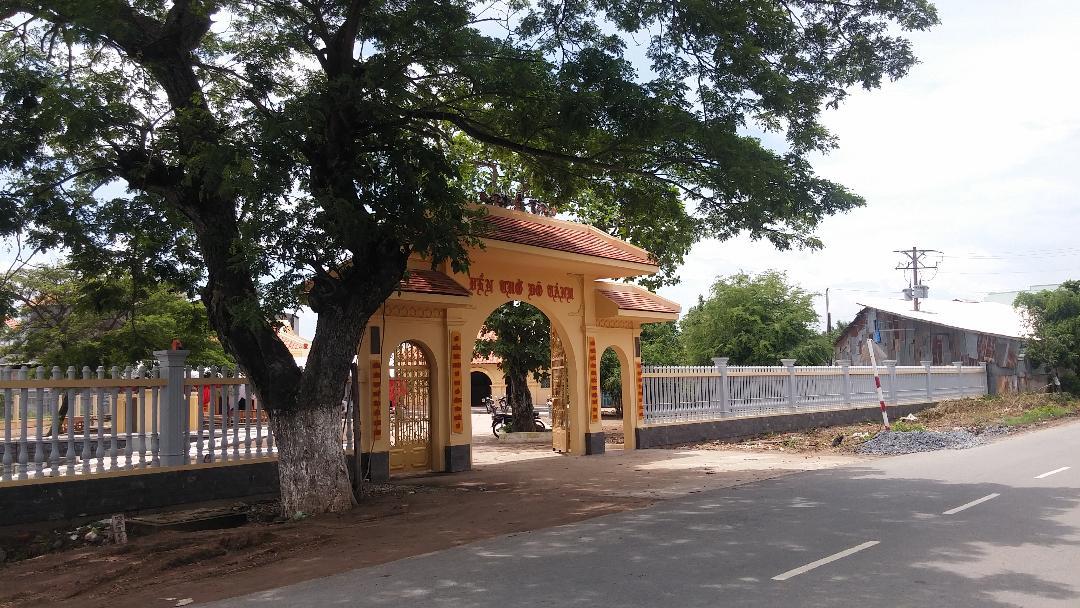 Cổng và hàng rào đền thờ Võ Tánh