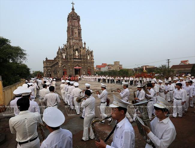 Nhà thờ và đội kèn Giáo xứ Phạm Pháo