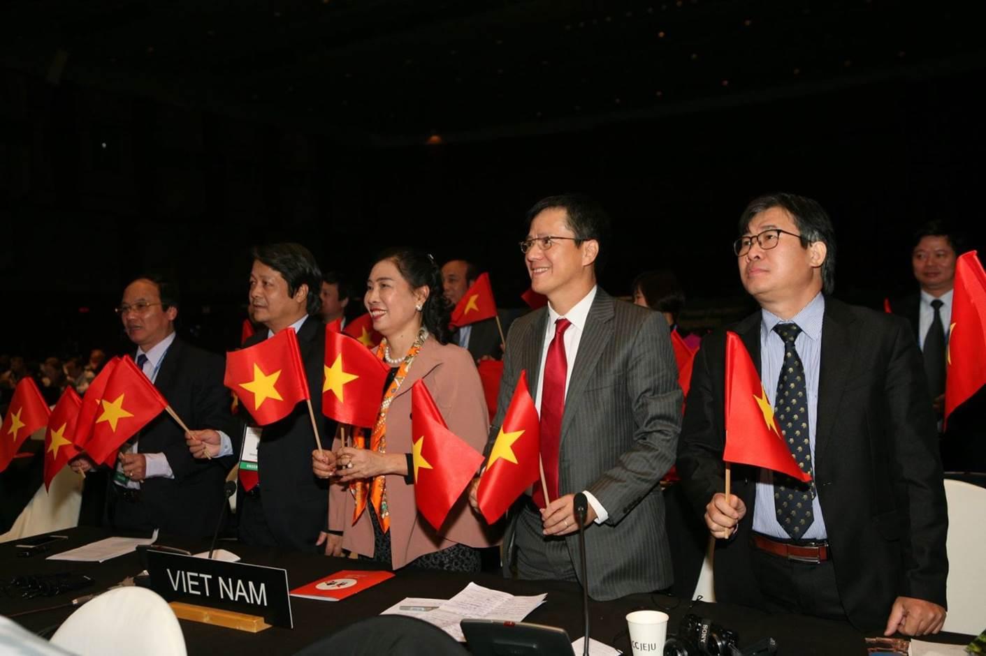 Đoàn Việt Nam...