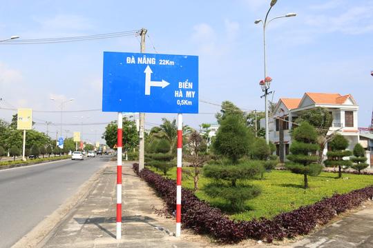 Bảng chỉ dẫn vào Biển Hà Mi