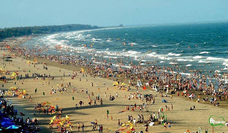 Biển Hải Tiến hấp dẫn khách du lịch
