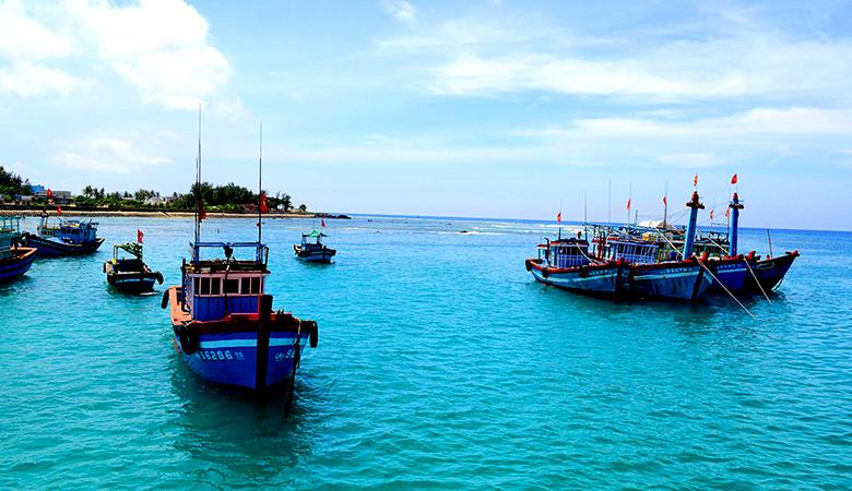 Tàu đánh cá trên đảo Lý Sơn