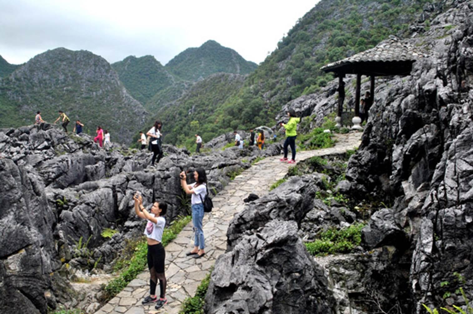 Cao nguyên đá Đồng Văn hấp dẫn khách du lịch