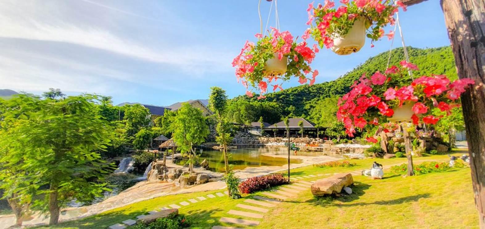 Khu du lịch Bạch Mã Village