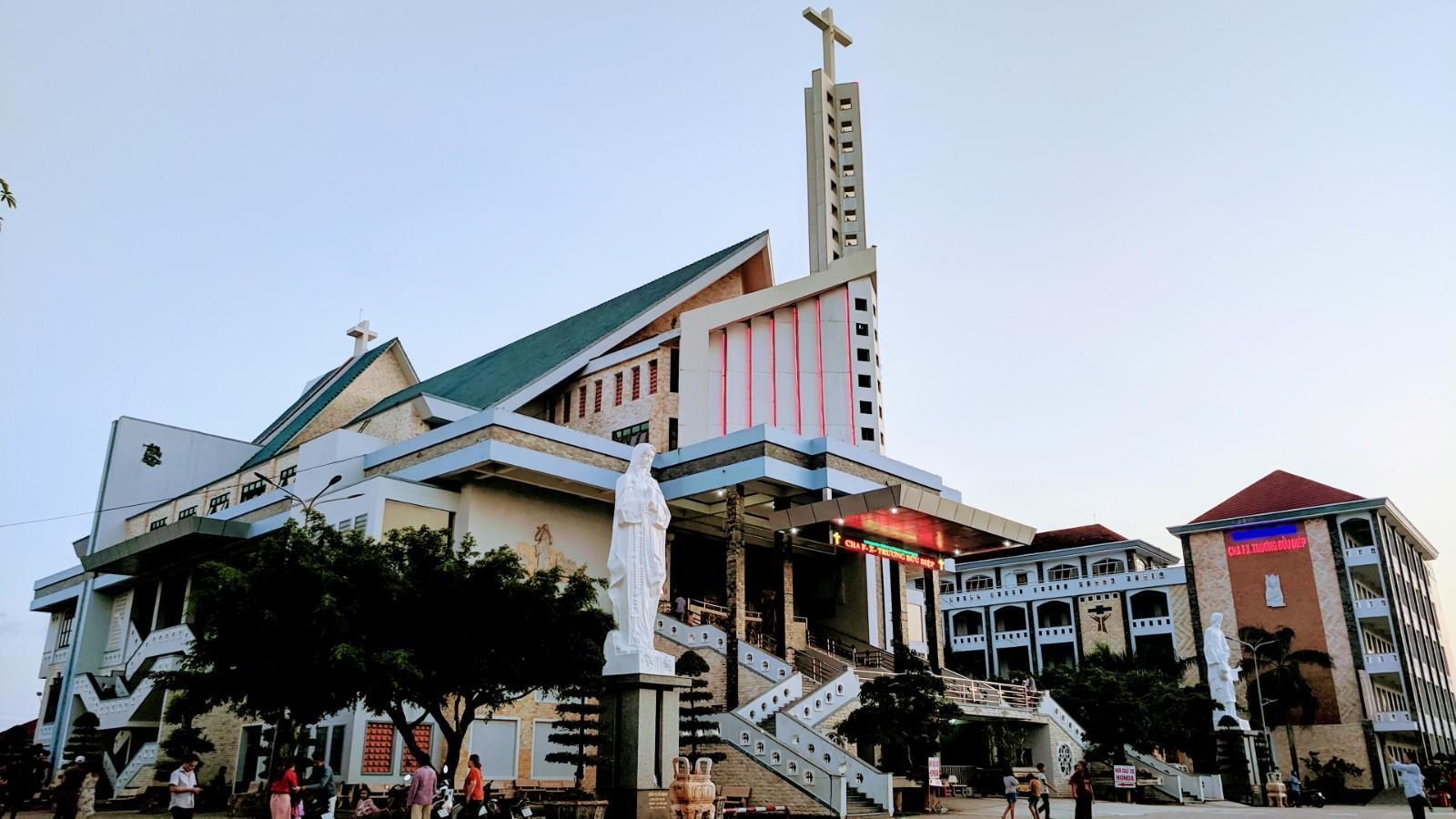 Nhà thờ Tắc Sậy & Nhà khách