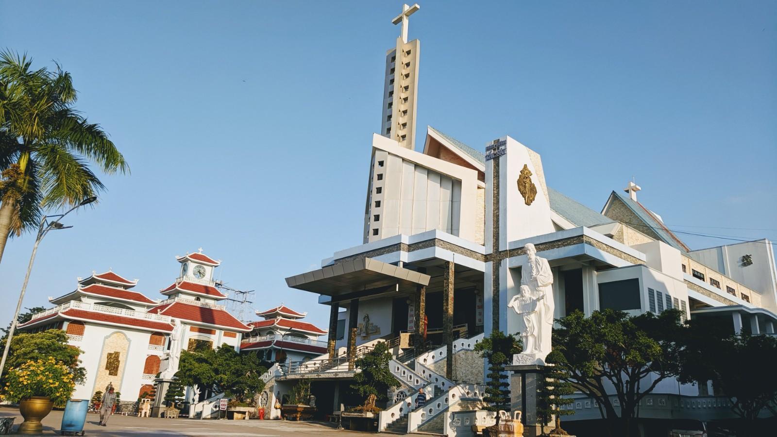 Nơi an nghỉ LM Trương Bửu Diệp & Nhà thờ Tắc Sậy