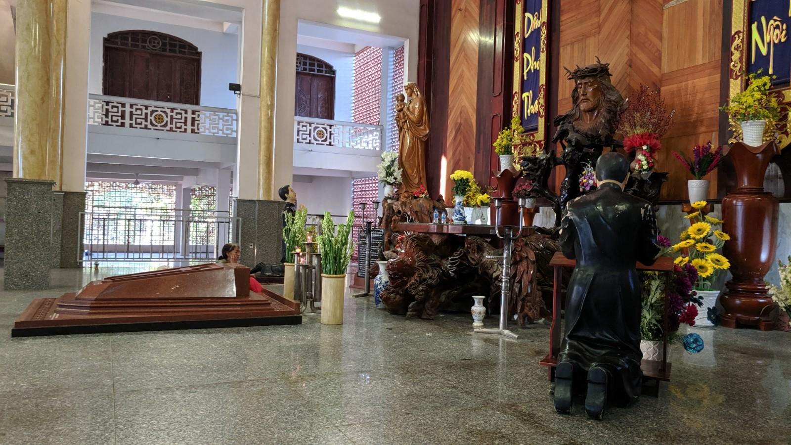 Phần mộ Lm. Trương Bửu Diệp (cải táng)