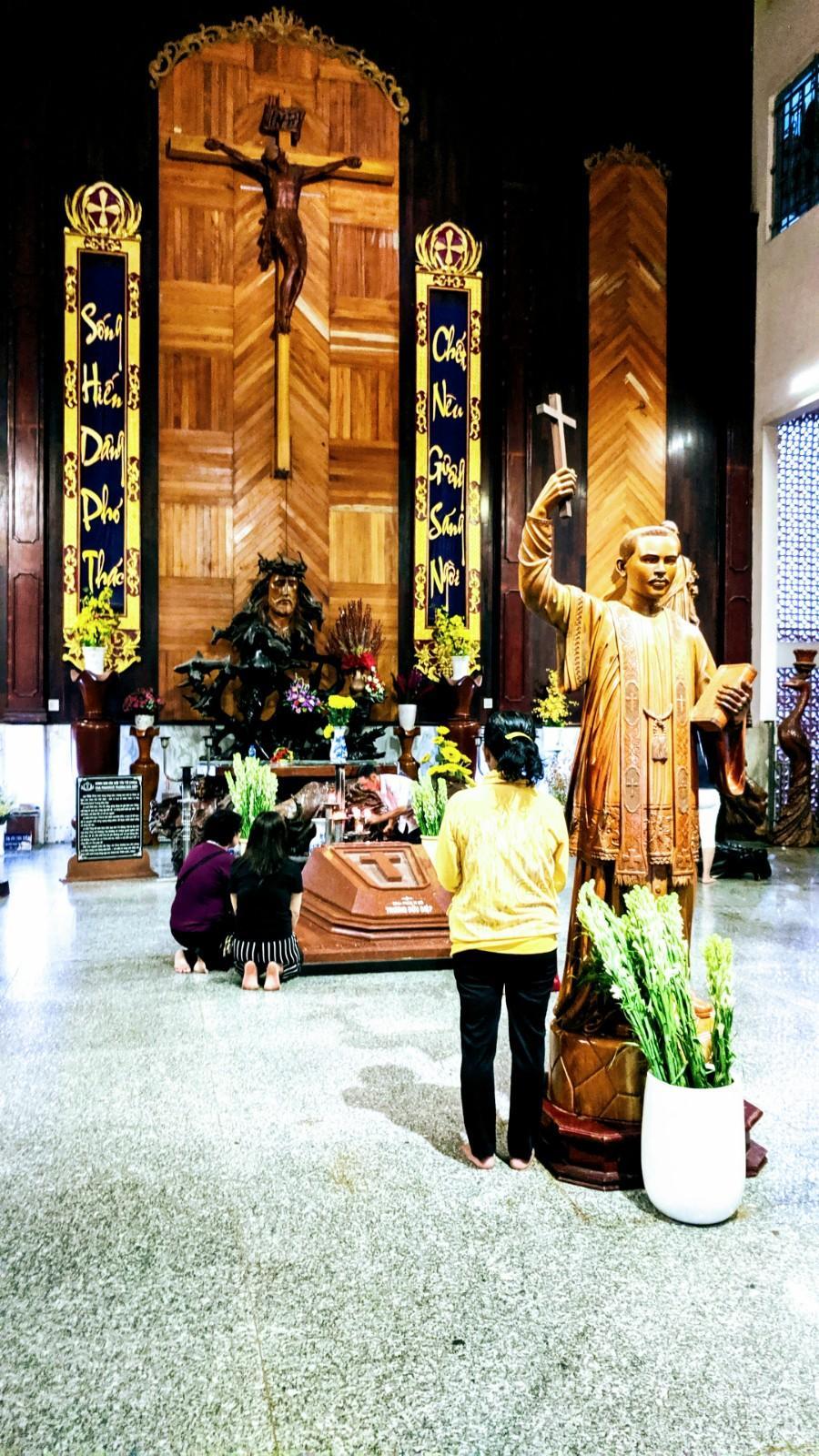 Phần mộ Lm. Trương Bửu Diệp