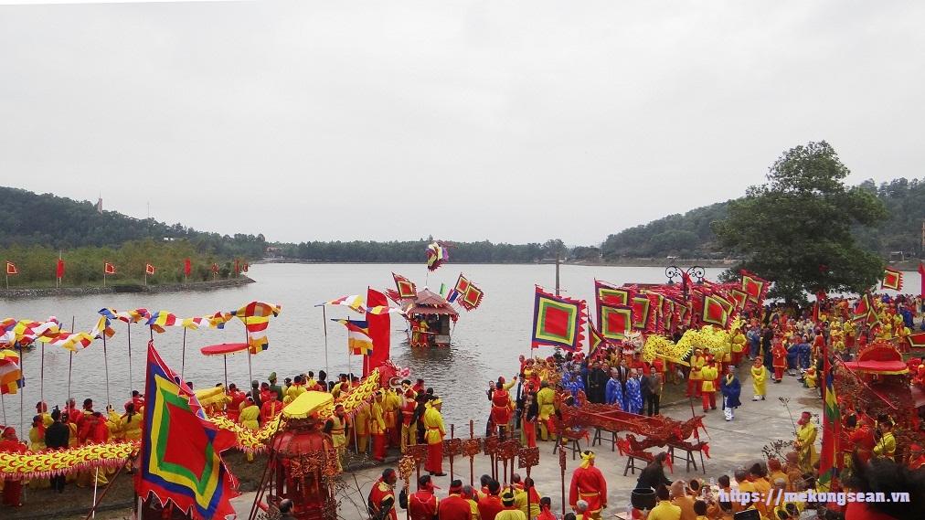 Lễ rước nước tại hội mùa Xuân